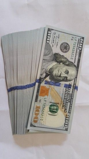 100 u.s. dollar bill bundle