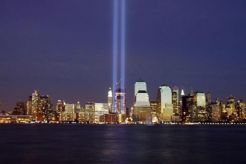 Tribute in Light from Jersey City, September 11, 2004 (Tom / Wikimedia  Commons