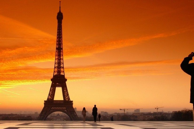 Eiffel Tower Sunset View Wallpaper