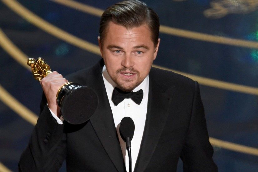 Leonardo DiCaprio with Wining Award Photo