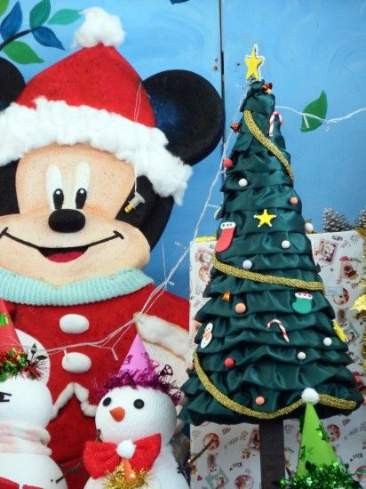 Mickey Mouse Disney Christmas Scene