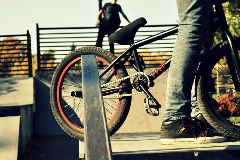 2048x2048 Wallpaper sports, people, bmx, bike