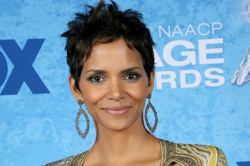 Halle Berry Wallpapers