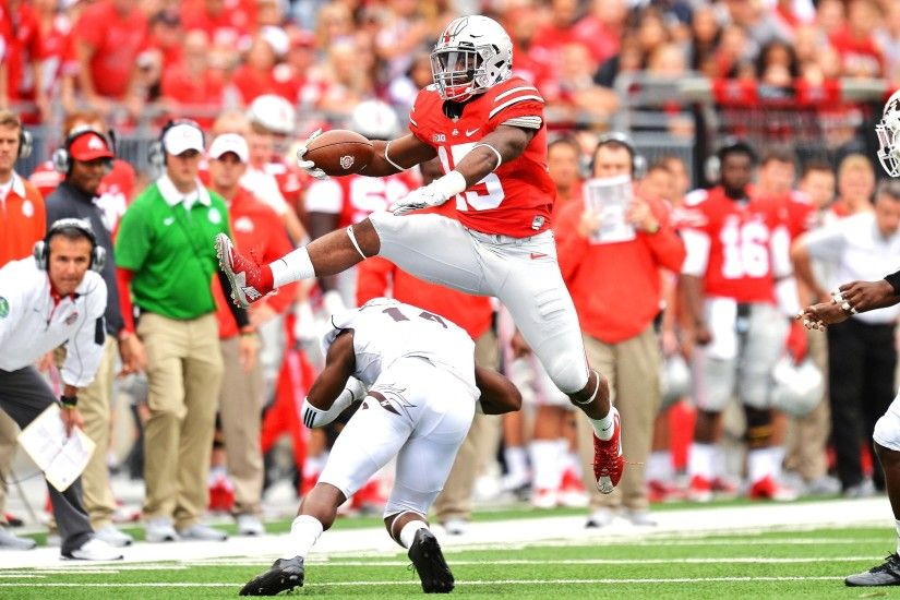 Thumbnail for Hurdle gene: Ezekiel Elliott's new go-to move came from his  mother