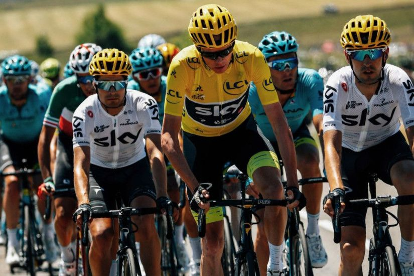 Tour de France 2017: Chris Froome deserves fans' respect, French rider says