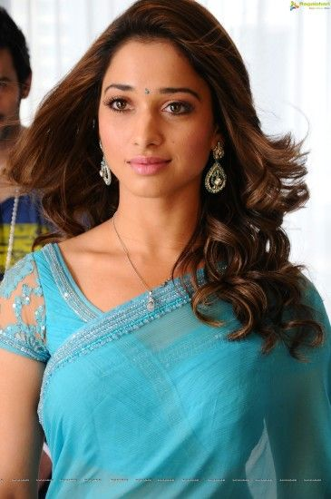 ... Tamanna Hot in Saree Images ...