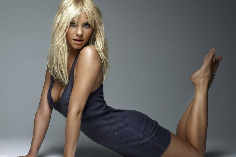 Download Wallpaper 3840x2400 Christina aguilera, Leg, Blonde .