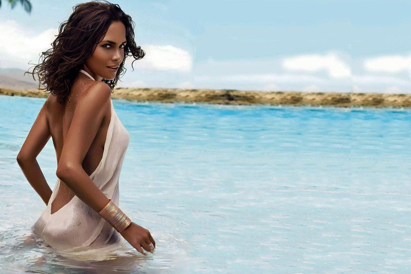 Halle Berry HD Wallpaper 1920x1080 Halle Berry HD Wallpaper 1920x1200