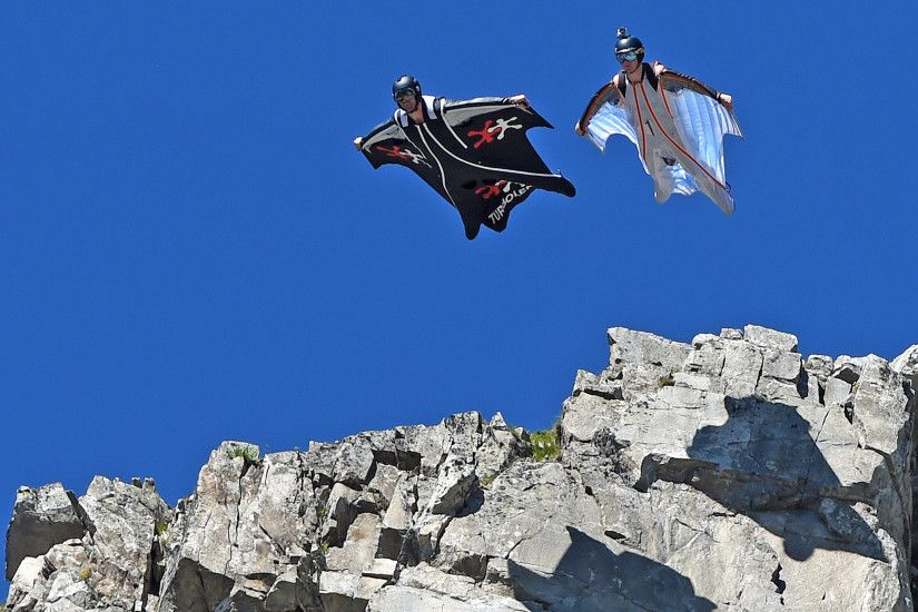 A wingsuit diver died in the Swiss Alps earlier this week - so why do they  take such risks? | The Independent