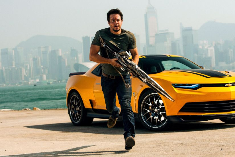 Transformers: Age Of Extinction - Cade Yeager and Bumblebee 2880x1800  wallpaper
