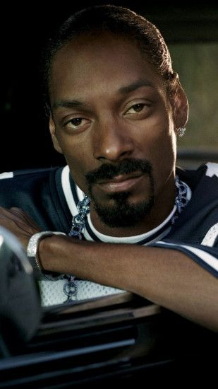 Preview wallpaper snoop dogg, afro-american, chain, car, cabin 1080x1920