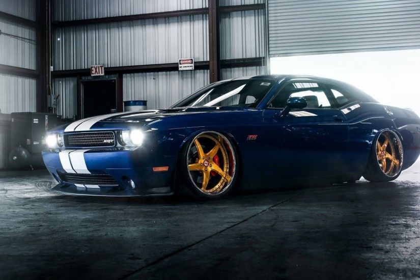 dodge challenger srt hellcat low muscle car wheels gold