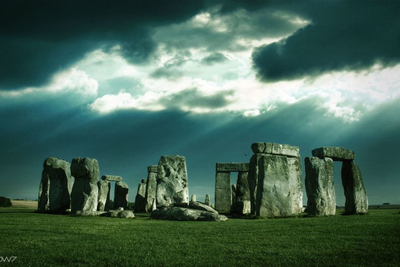 stonehenge in a cloudy day wallpaper