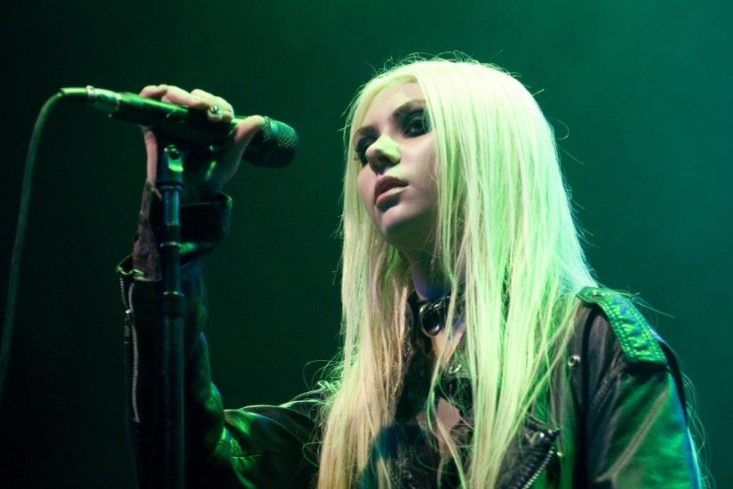 "1920x1080 The Pretty Reckless (Taylor Momsen) - ""Going to Hell"" Live -  Seattle, WA (10-15-2013) - YouTube"
