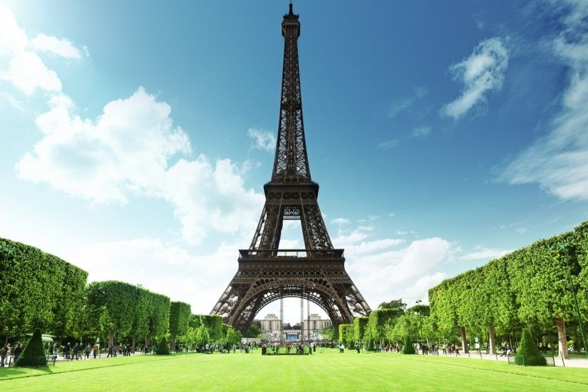 Preview majestic Eiffel Tower HD Desktop Wallpaper