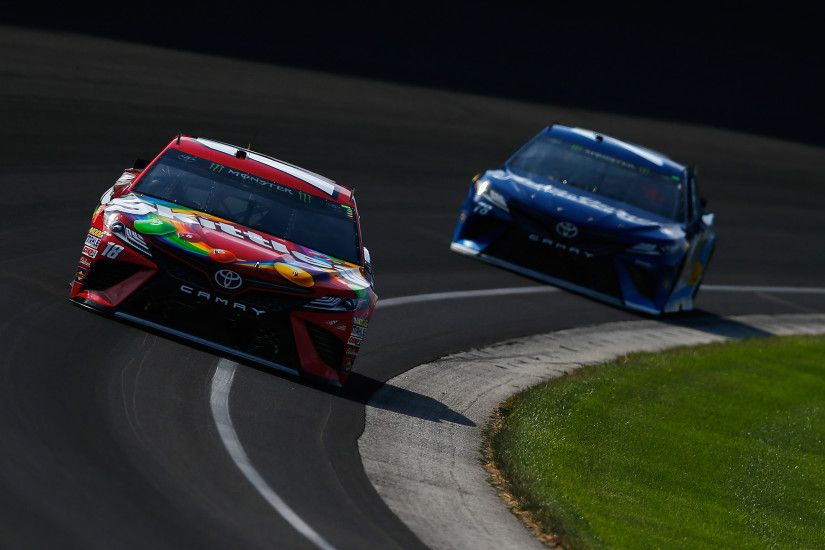 Martin Truex Jr., Kyle Busch wreck racing for the lead