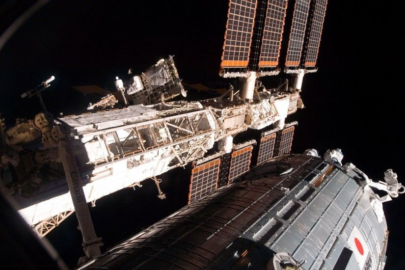 Preview wallpaper solar panels of The international space station