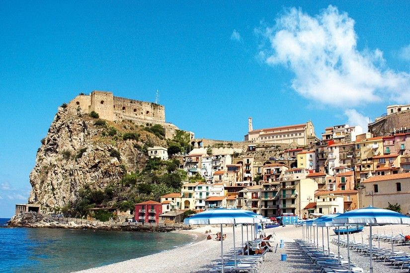 Taormina Tag - Beautiful Beach Taormina Sicily Town Cliff Sea Umbrellas  Messina Italy HD Wallpaper Free