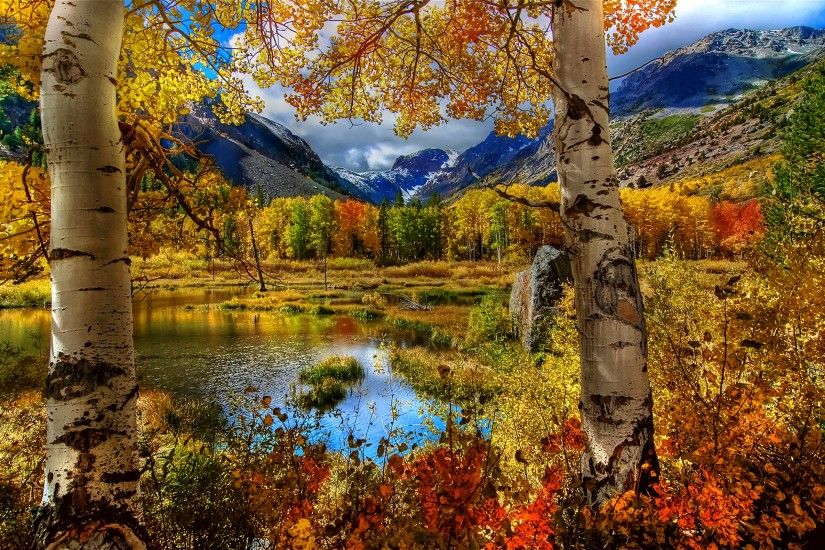 Free autumn mountains wallpaper background
