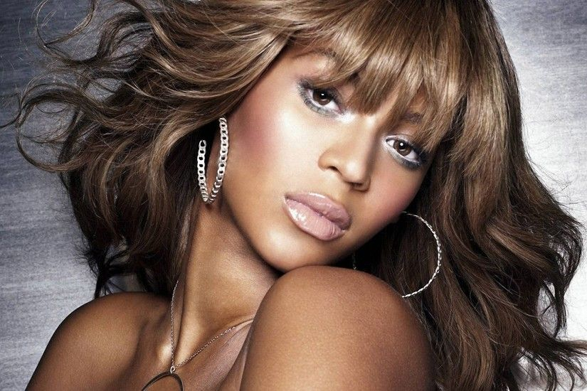 Preview wallpaper beyonce, shoulder, chain, earrings, lips 1920x1080