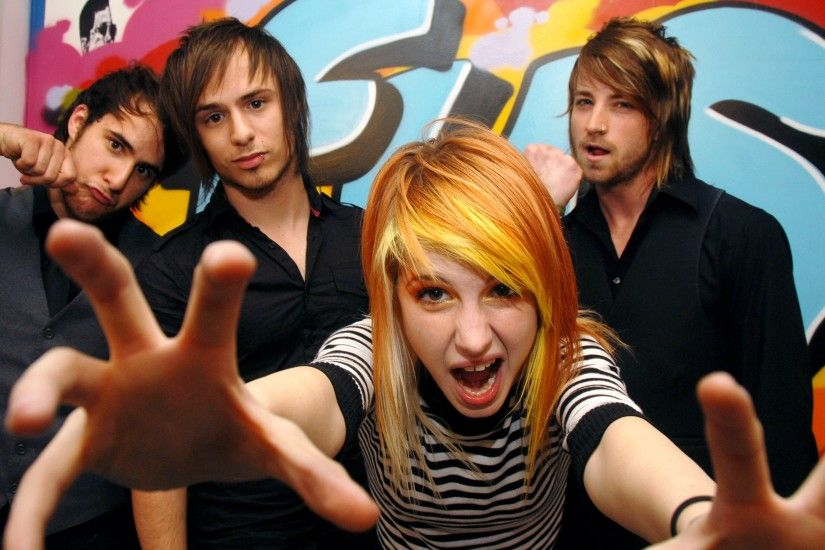 8th favorite band- Paramore. Another from the good days :) Farro brothers on