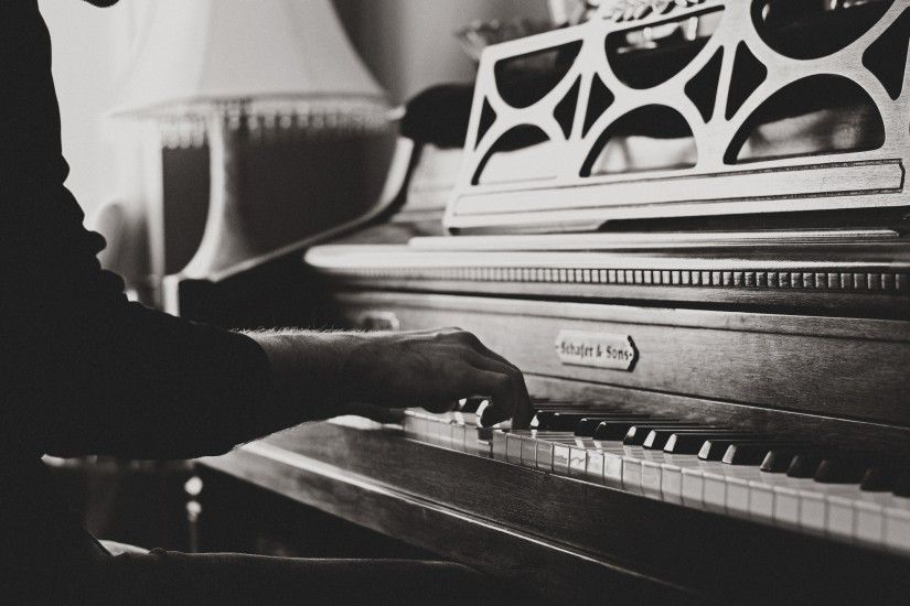 Preview wallpaper piano, hands, vintage, music, bw 2560x1440
