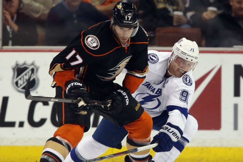 Ducks, Lightning best positioned to knock Blackhawks from NHL throne |  Sporting News