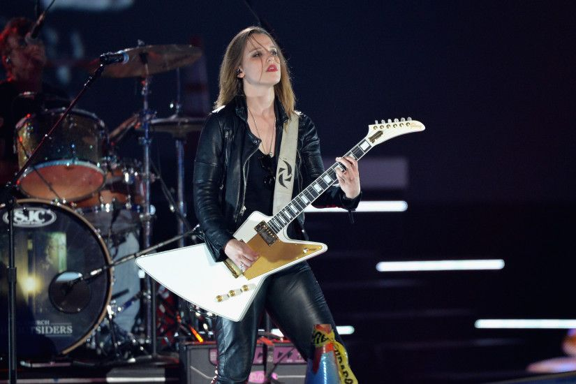 Halestorm News Round-Up: New 2015 U.S. Tour Dates, Lzzy Hale's Limited  Edition Gibson Explorer