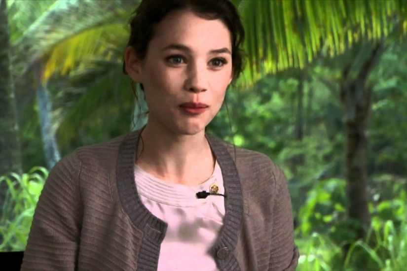 Astrid Bergés-Frisbey 'Pirates of the Caribbean: On Stranger Tides'  Interview - YouTube