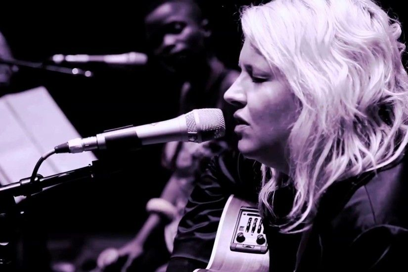 """SUZANNE""- Karen Zoid + Zolani Mahola (Freshlyground) - YouTube"