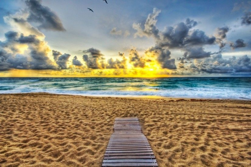 Beautiful Waikiki Beach in Hawaii HD Photo