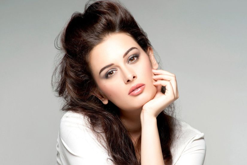Download HD Evelyn Sharma Bollywood Actress Wallpapers for your Desktop  Mobiles Tablets in high quality HD