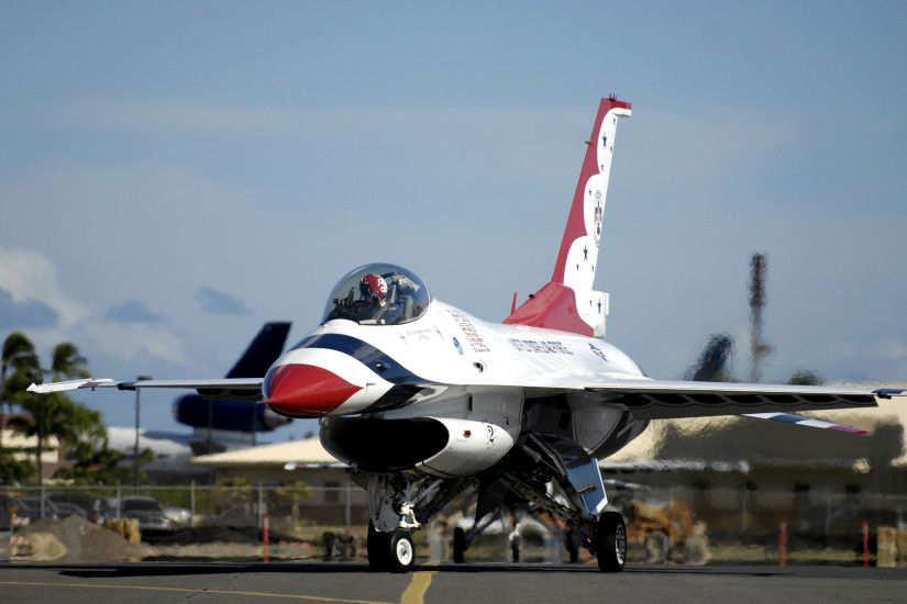 Military - United States Air Force Thunderbirds General Dynamics F-16  Fighting Falcon Military Air