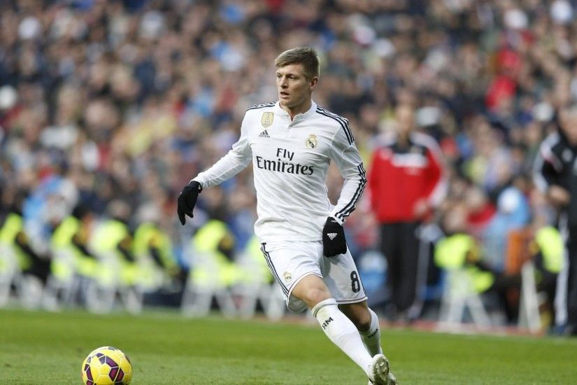 toni kroos football soccer player free kick ball to goal mobile hd background  desktop wallpapers