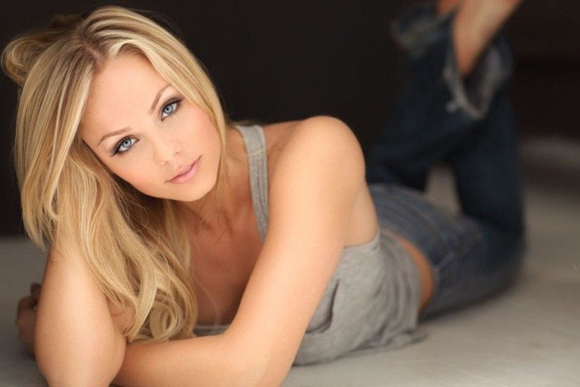 Laura Vandervoort Wallpapers - HD Wallpapers Inn