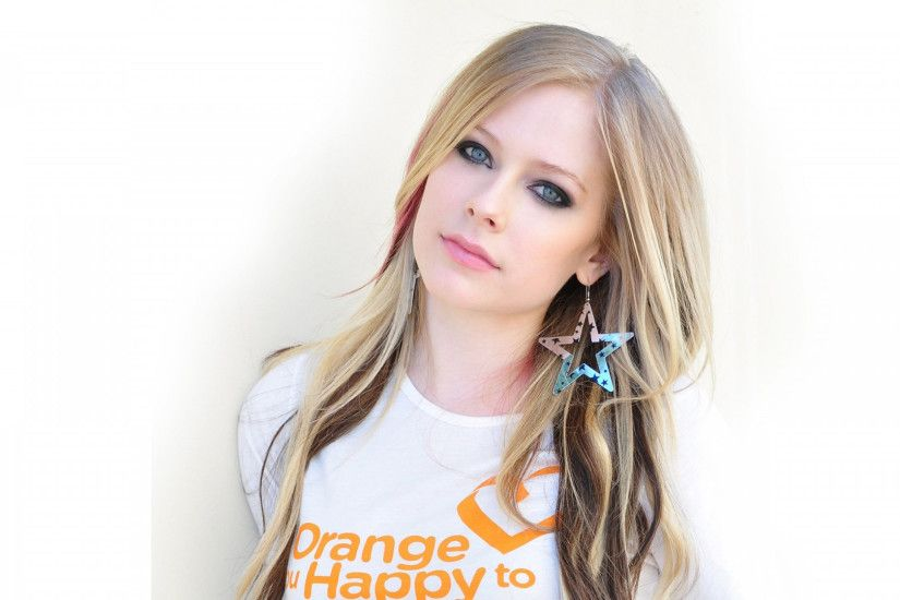 Preview wallpaper avril lavigne, earrings, t-shirt, hair, girl 1920x1080