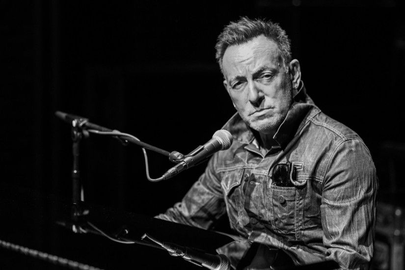 'Springsteen on Broadway': The Boss on what it means to be a man - Chicago  Tribune