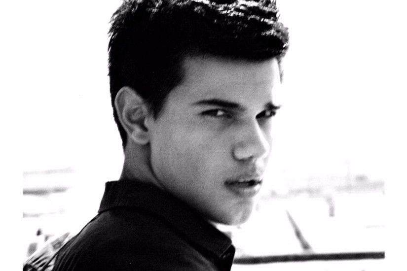 Black and White 4K Taylor Lautner Wallpaper