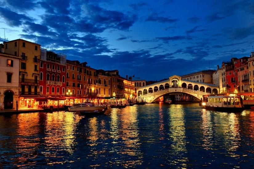 Beautiful landscape of a bridge in Venice HD Desktop Wallpaper