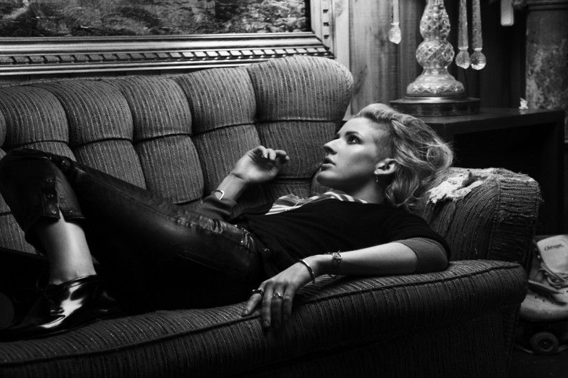 Wallpaper Ellie goulding, Sofa, Room, Girl, Skates
