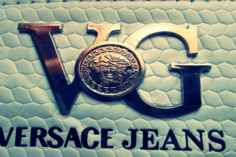 Preview wallpaper versace, logo, brand, company 1920x1080