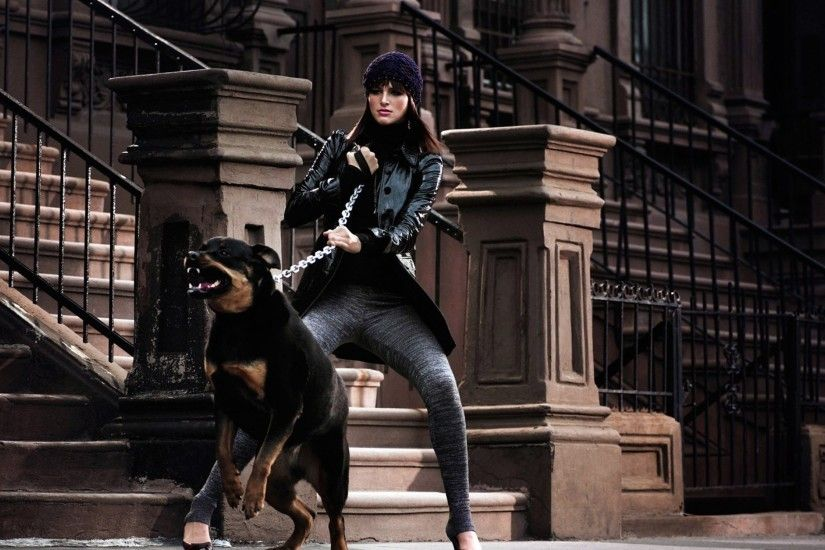 Preview wallpaper aggression, rottweiler, girl, walk, style, chain 3840x2160