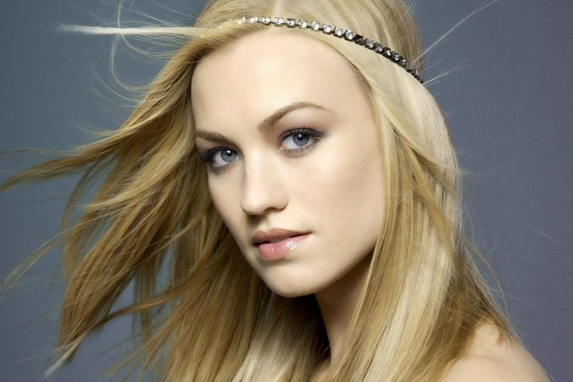 Preview wallpaper yvonne strahovski, blonde, face, wind, bandage 1920x1080