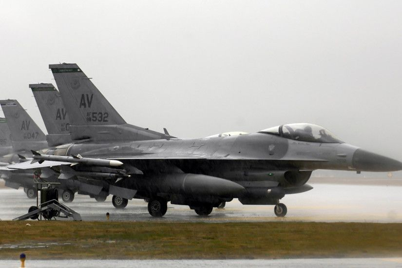 Preview wallpaper f-16 fighting falcon, aircraft, runway 3840x2160