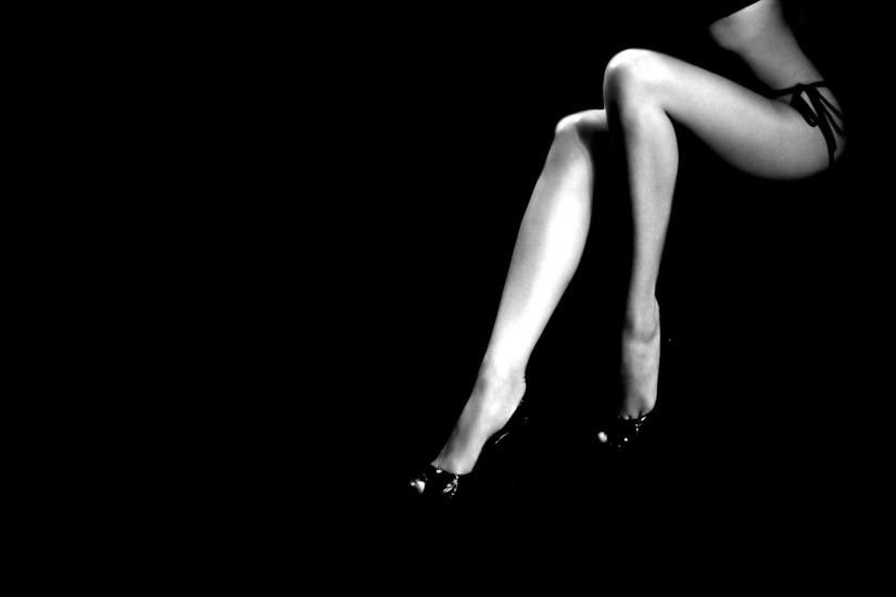 Photography - Black & White Legs Woman Wallpaper