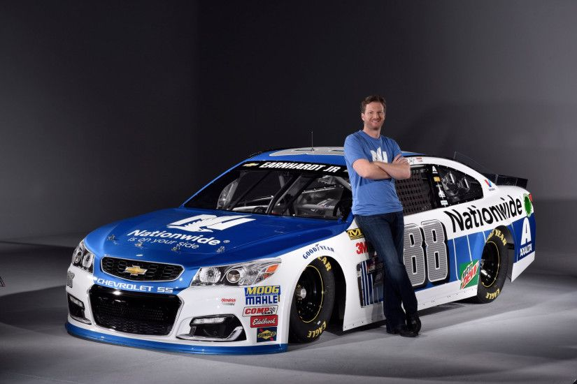 Dale Earnhardt Jr and his 88 Nationwide 2017 car