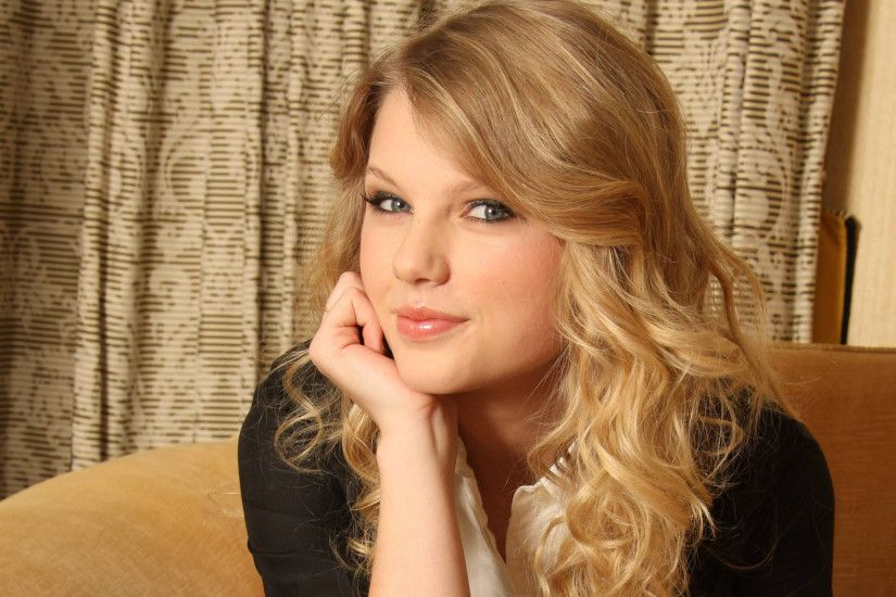Taylor Swift Most Beautiful Singer and Lady