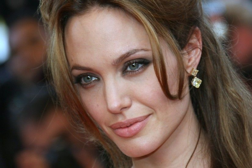 Related Wallpaper. Hollywood star Angelina Jolie ...
