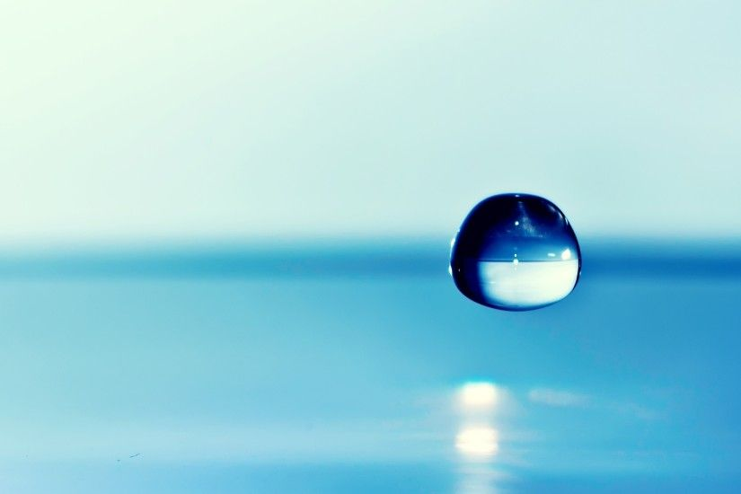 2560x1440 Wallpaper water, drop, background, blue, focus