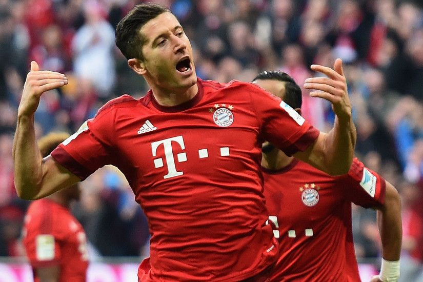 Bayern Munchen Robert Lewandowski In His Beautiful Pose